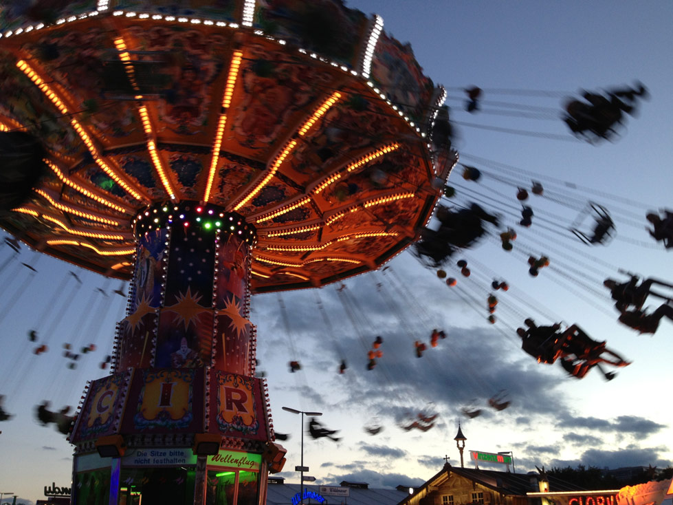 picture of a ride at oktoberfest in munich